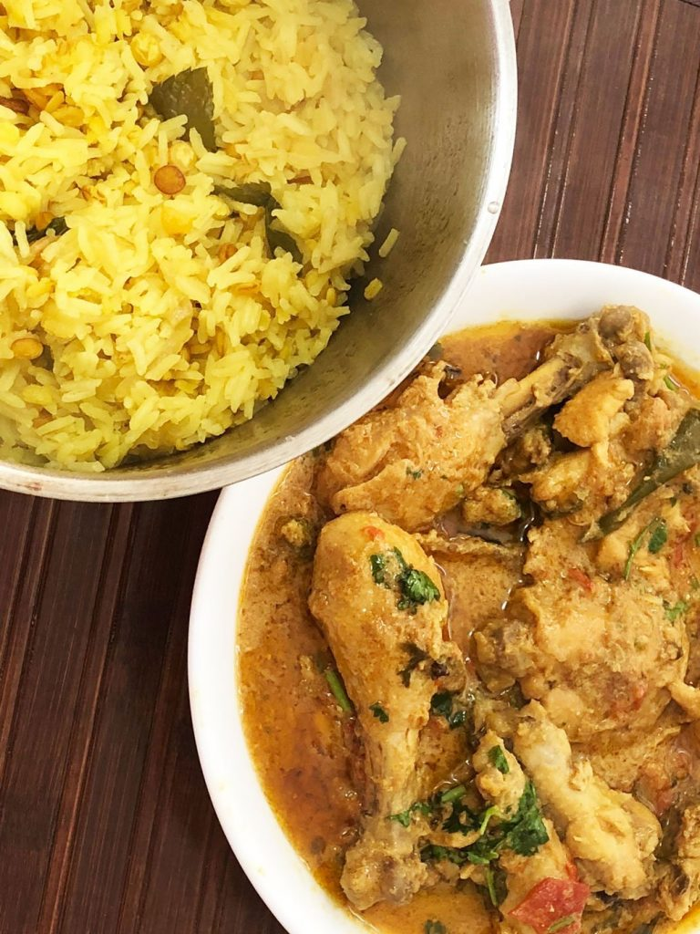 Turmeric rice and chicken khorma